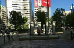 1. Head towards exit 21 of the underground shopping complex. Walk out of Tokyo station <Chuo Yaesu guchi>. The entrance to the underground shopping complex is right out side this exit so walk down the stairs.